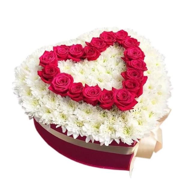 """Цветы в коробке """"Любите Друг Друга"""""""