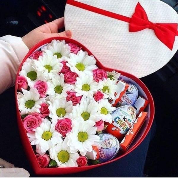 """Цветы в коробке """"Любимая Девочка"""""""