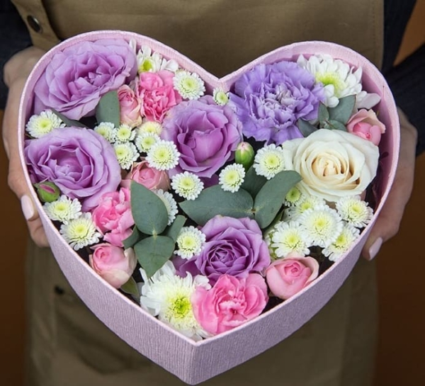 """Цветы в коробке """"Фиолетовое Сердечко"""""""